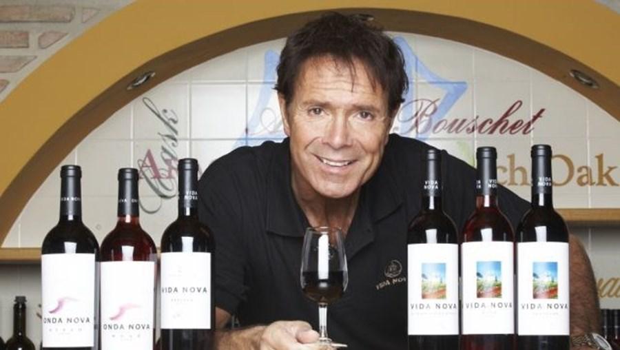 Cliff Richard produz dois vinhos em Portugal