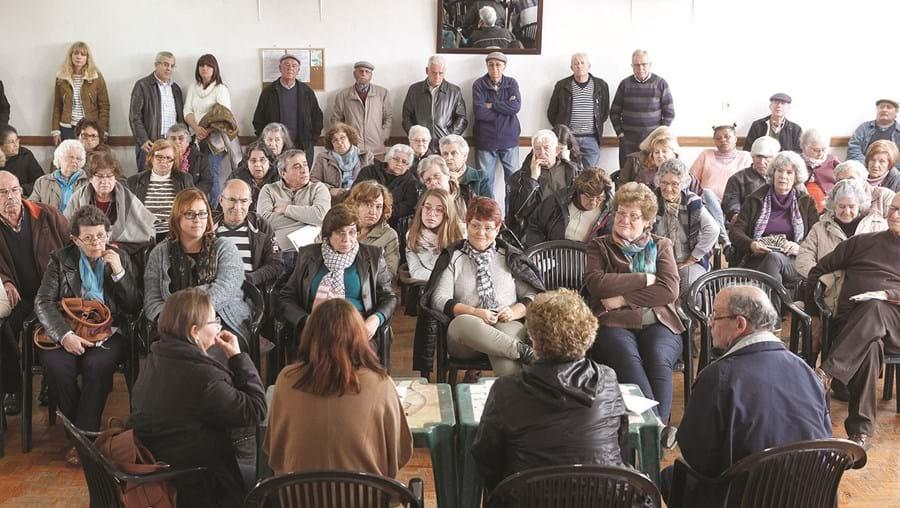 Comissão de utentes dos serviços públicos está a promover encontros com a população: ontem esteve em Palhais