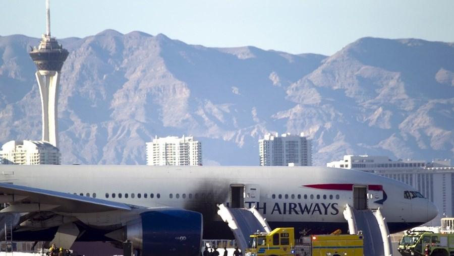 Avião, Reino Unido, Londres, drone, British Airways, aeroporto de Heathrow