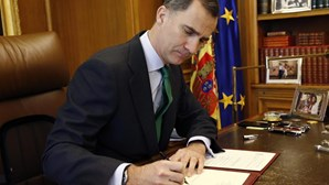Felipe VI assina decreto que marca eleições para 26 de junho
