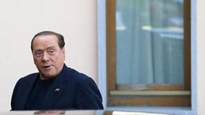 Antigo ministro italiano Silvio Berlusconi recebe alta hospitalar
