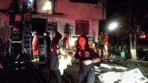 Incêndio em escola mata pelo menos 17 meninas na Tailândia