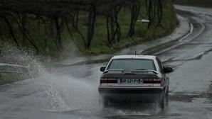 Chuva e descida da temperatura máxima