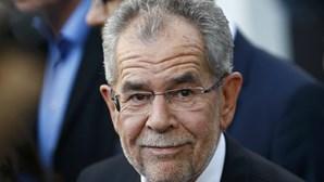 Novo presidente da Áustria quer unir um país dividido