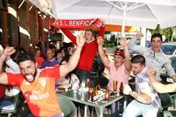 Adeptos do Benfica fazem a festa do 35º campeonato nacional em Chaves