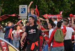 Adeptos do Benfica fazem a festa do 35º campeonato nacional em Setúbal
