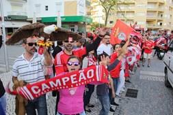 Adeptos do Benfica fazem a festa do 35º campeonato nacional em Portimão