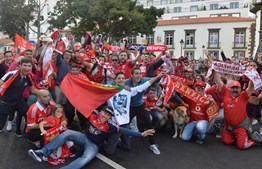 Adeptos do Benfica fazem a festa do 35º campeonato nacional no Funchal