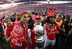 Jonas e Renato Sanches, duas das armas do Benfica ao longo da temporada, vibraram com a conquista do título encarnado
