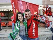 Adeptos do Benfica fazem a festa do 35º campeonato nacional no Cartaxo