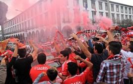 Adeptos do Benfica fazem a festa do 35º campeonato nacional em Ponta Delgada