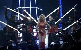 Britney Spears cantou um medley com as suas canções mais famosas