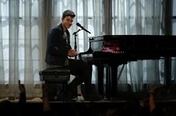 Shawn Mendes cantou 'Stitches' na cerimónia