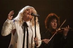 Kesha cantou 'It Ain't Me Babe'