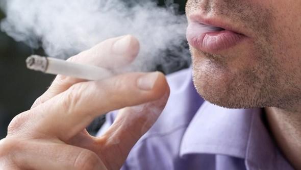 Se fuma ou deixou de fumar, sente mais dor que quem nunca o fez