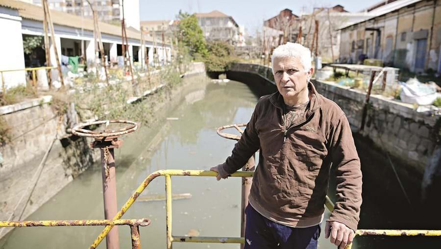Eduardo Pinheiro é um dos pescadores baseados na Doca Seca que esperam ver as condições de trabalho melhoradas