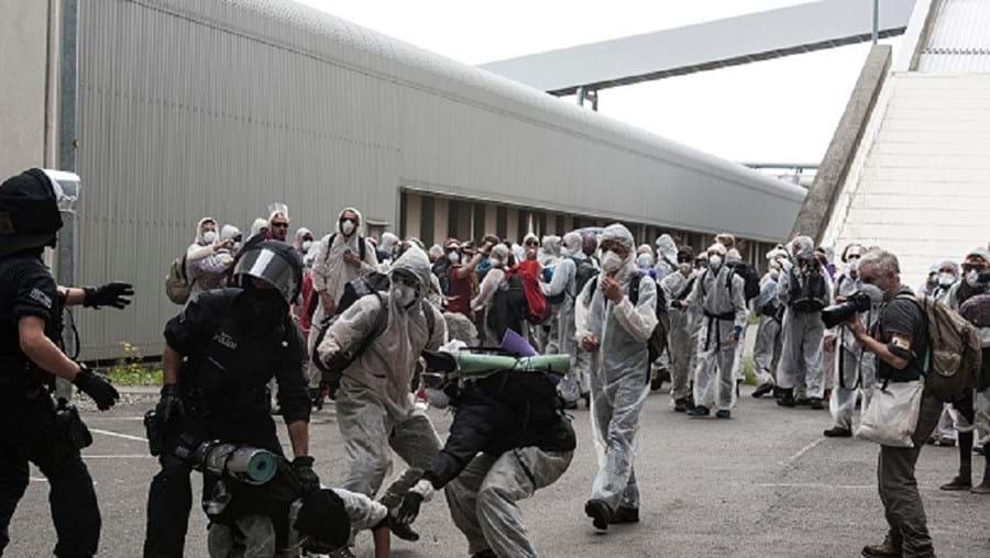 Manifestantes forçaram a entrada na central elétrica de Schwarze Pumpe
