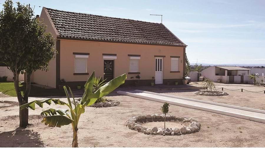 Casa em cujo quintal o menor estava acorrentado