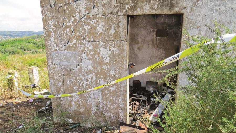 Corpo da vítima mortal foi encontrado dentro do anexo de uma casa inacabada no sítio de Torres e Cercas