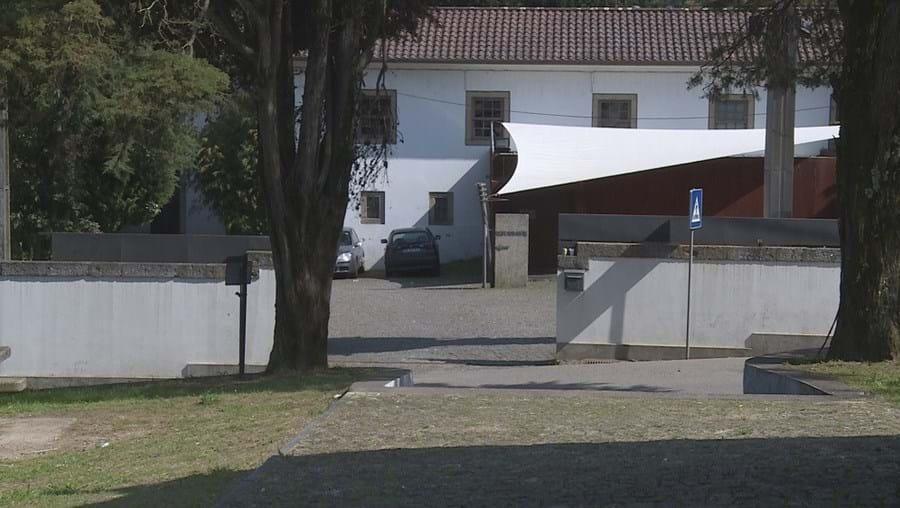 Tiroteio aconteceu à porta da discoteca Pedra do Couto, cujo portão foi fechado momentos antes do incidente violento