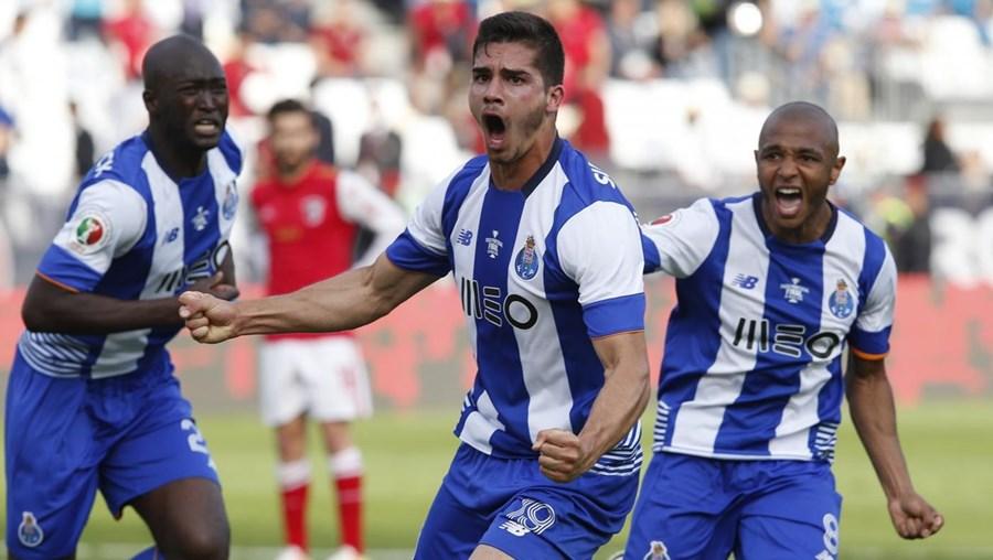 Dois portugueses fazem parte do onze da semana da prestigiada France Football. Os escolhidos são Marafona e André Silva, dupla que brilhou na final da Taça de Portugal