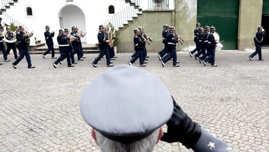 Associação da GNR diz que atraso representa, em média, menos 300 ou 400 euros por mês na reforma dos militares