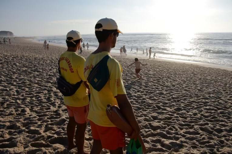 Nadadores Salvadores vigiam praia