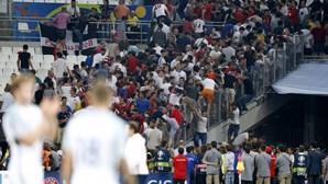 Confrontos entre ingleses e russos nas bancadas
