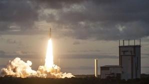 Ariane 5 lançou dois satélites de telecomunicações