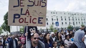 Milhares na homenagem a polícia morto por 'jihadista'