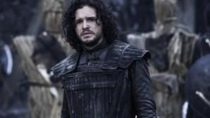 """Jon Snow de """"A Guerra dos Tronos"""" internado por consumo abusivo de álcool e stress"""