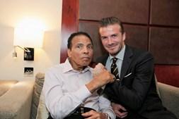 Muhammad Ali e o ex-jogador de futebol David Beckham
