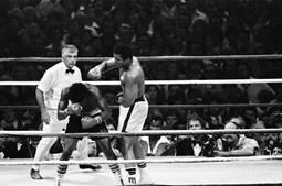 Muhammad Ali num combate com Leon Spinks em 1978, ano em que foi campeão mundial de pesados