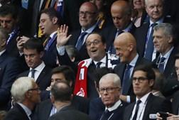 Diversas personalidades marcaram presença na tribuna vip do Stade de France