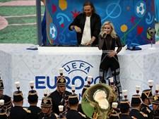 O momento em que David Guetta e a cantora sueca Zara Larsson interpretam o hino da prova This One's For You