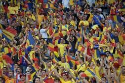 A festa dos adeptos da Roménia que se deslocaram a Stade de France