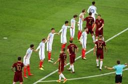 A equipa inglesa em formação defensiva