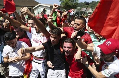 Multidão apoiou seleção no primeiro dia em França - Futebol ... e960112844b7a