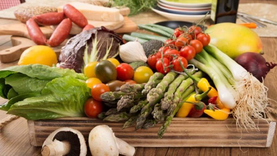 Dieta mediterrânea é rica em fruta, vegetais, peixe e azeite