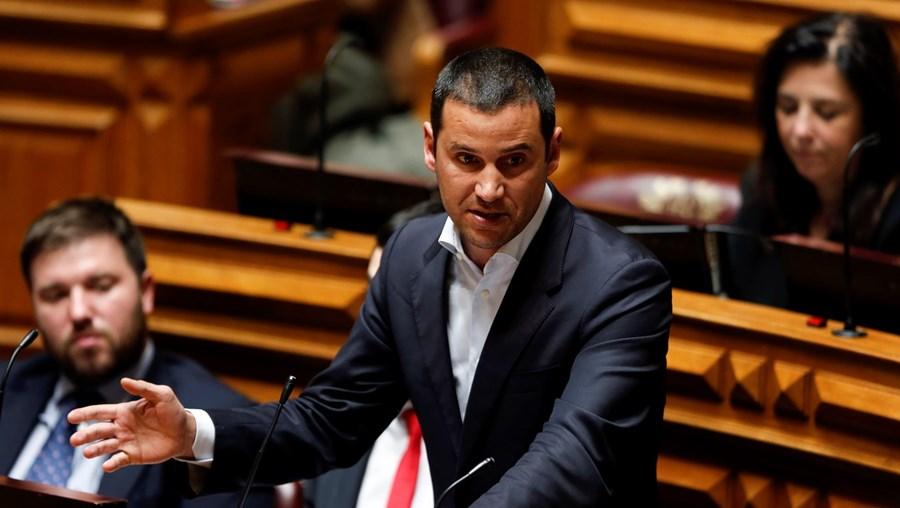 João Galamba a intervir na Assembleia da República