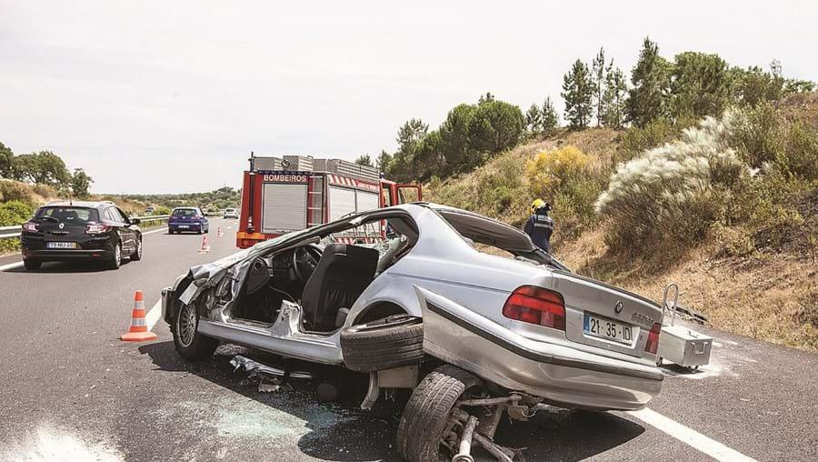 Violência do despiste é visível pelo estado em que ficou o carro onde seguia o casal espanhol
