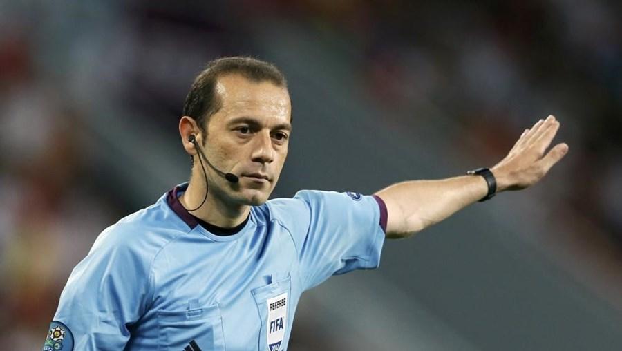 O árbitro turco Cüneyt Çakir