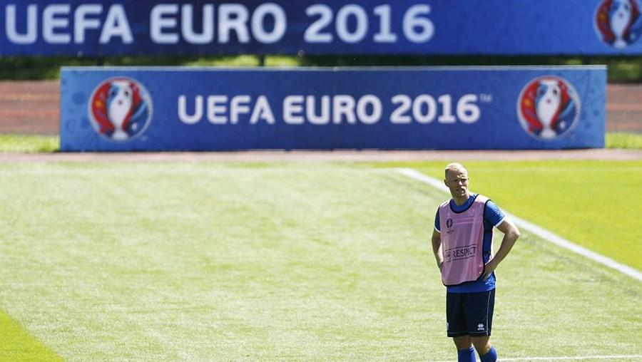 O encontro, que marca a estreia de Portugal no Euro 2016, está agendado para 20 horas de terça-feira no estádio Geoffroy Guichard, em Saint-Etienne