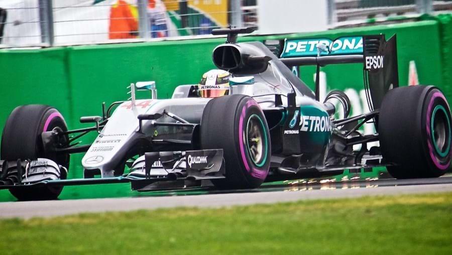 O piloto britânico Lewis Hamilton (Mercedes), bicampeão mundial de Fórmula 1, vai partir da pole position para o Grande Prémio do Canadá, depois de ter sido hoje o mais rápido na qualificação para a sétima prova do campeonato