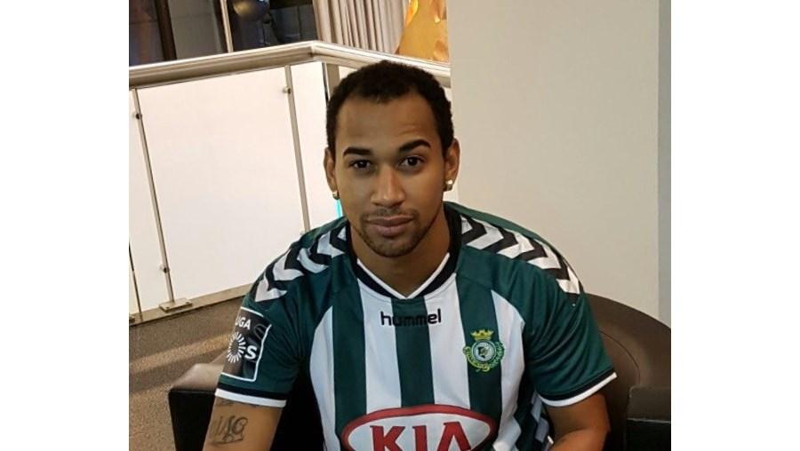 O Vitória de Setúbal anunciou este sábado a contratação do avançado Thiago Santana, oriundo dos brasileiros do Náutico, da série B