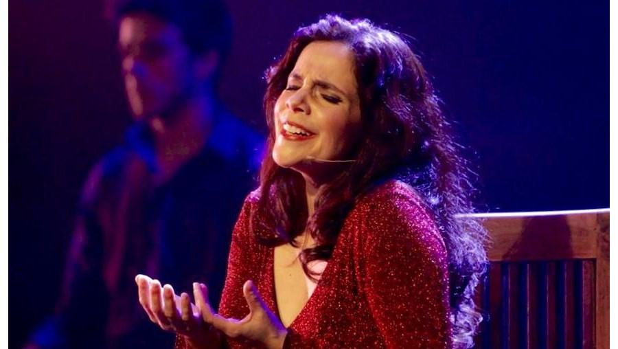 A cantora durante o concerto no espetáculo de Fado Ritual e Sombra, Holanda, em 2014
