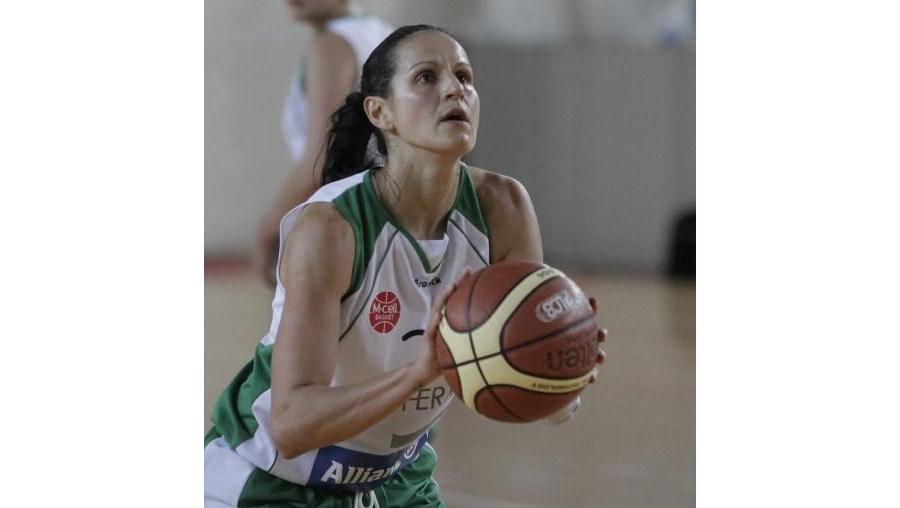 Ticha Penicheiro, que terminou a carreira em 2012, foi  eleita uma das 20 melhores e mais influentes jogadoras dos primeiros 20 anos da Liga norte-americana feminina de basquetebol, a WNBA
