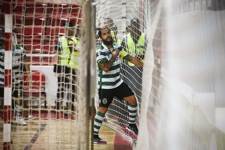 Sporting foi para o intervalo em vantagem após o golo de João Matos