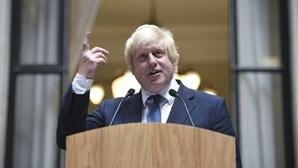 Avião com Boris Johnson aterrou de emergência