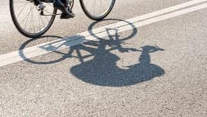 Associação de ciclistas reitera que atletas não devem abraçar-se após fim de etapas